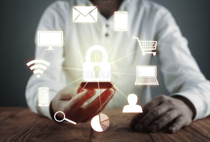 Protezione dei dati e concetto cyber di sicurezza Sicurezza di informazioni Concetto di tecnologia di Internet e di affari fotografie stock libere da diritti