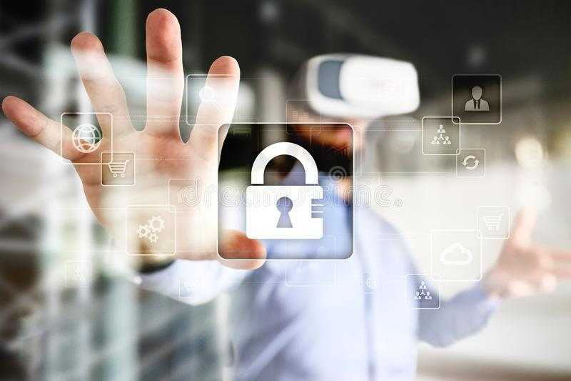 Protezione dei dati, sicurezza cyber, sicurezza di informazioni e crittografia tecnologia di Internet e concetto di affari fotografie stock libere da diritti