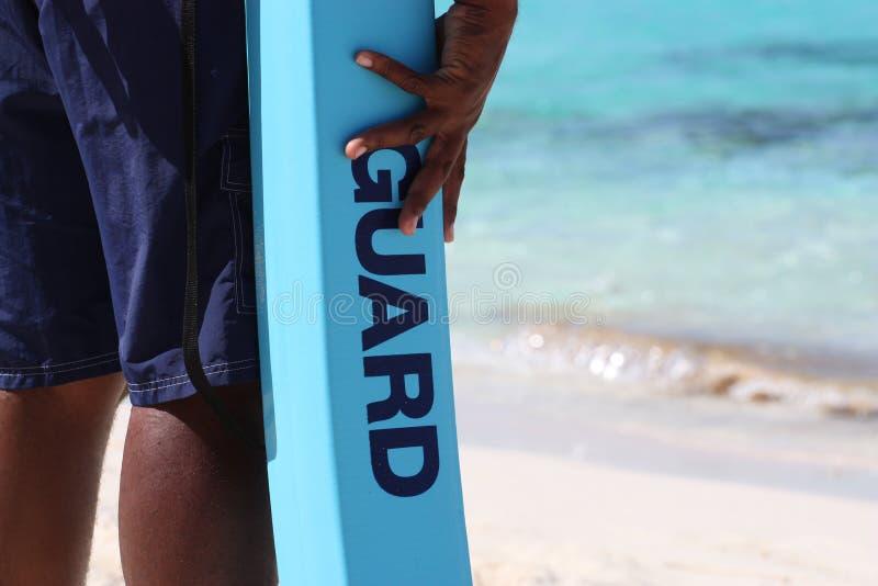 Protezione di vita in servizio alla spiaggia immagine stock libera da diritti