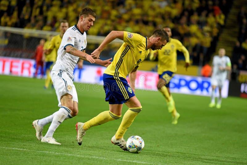 Protezione Roman Neustaedter della squadra nazionale della Russia e percussore Marcus Berg della squadra nazionale della Svezia immagini stock libere da diritti