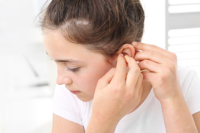 Prothèse auditive pour votre enfant photographie stock