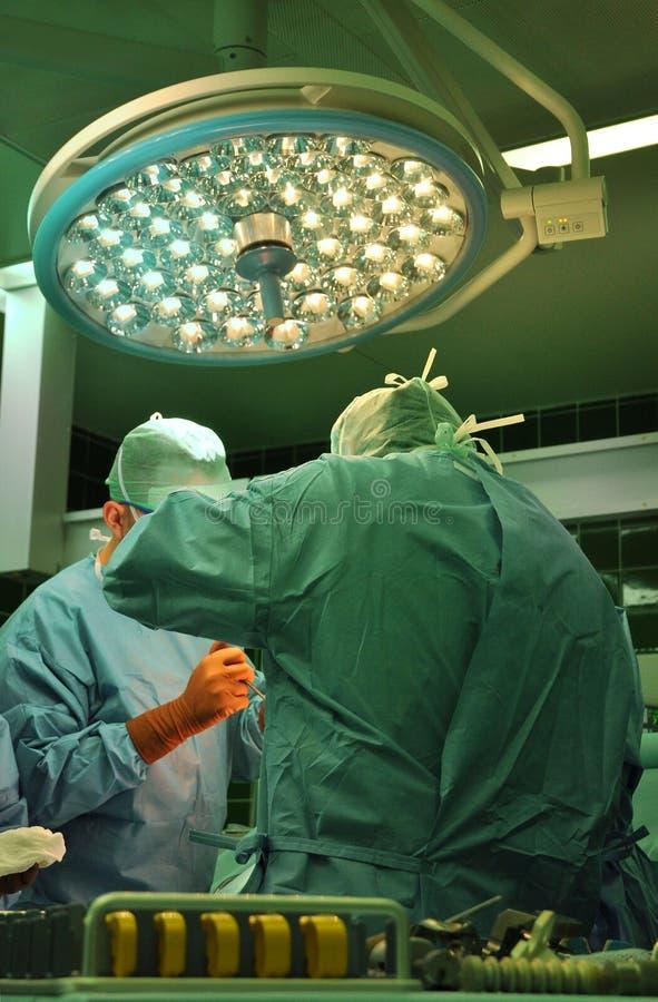 Prothese van de verrichting van het knieziekenhuis stock afbeelding