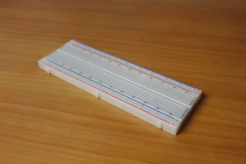 Protoboard impreso en una tabla de madera - diagonal dejada fotos de archivo libres de regalías