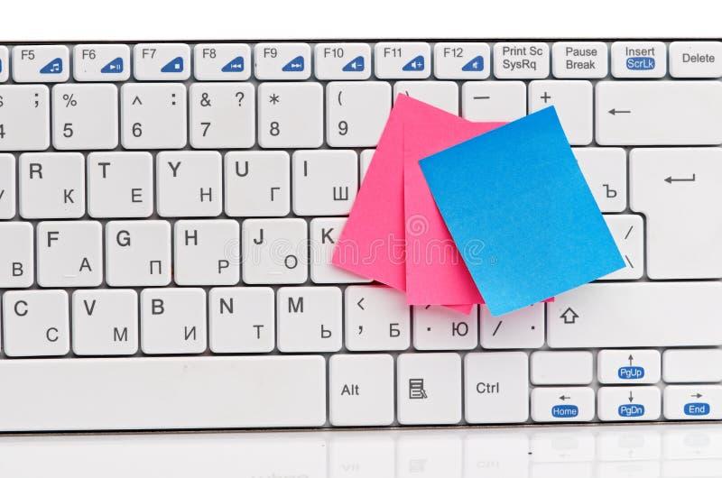 Protokoll auf weißer Tastatur stockfotos