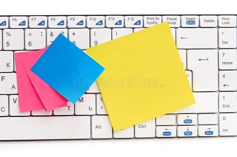 Protokoll auf weißer Tastatur stockbild