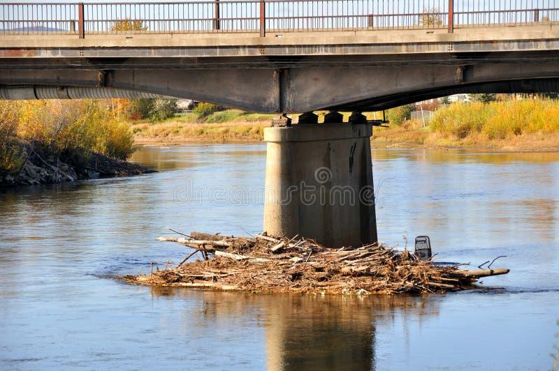 Protokoll-Störung gegen Brücken-Support stockfoto
