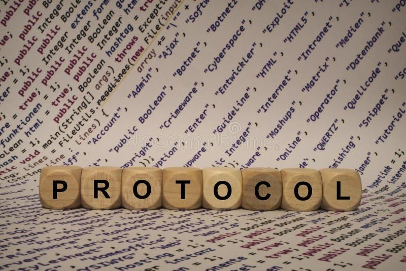 Protokoll - Würfel mit Buchstaben und Wörtern vom Computer, Software, Internet-Kategorien, hölzerne Würfel stockfotos