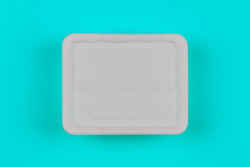 Prototype witte plastic doos op blauwe hoogste mening als achtergrond, beschikbare verpakking voor producten stock fotografie