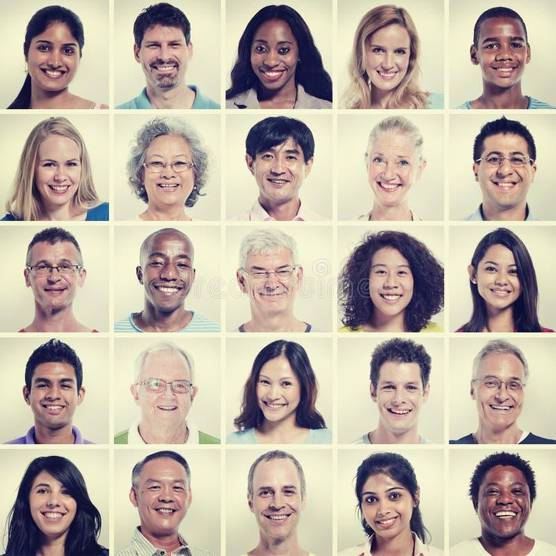 Protrait do conceito da felicidade da comunidade dos povos da diversidade do grupo fotografia de stock