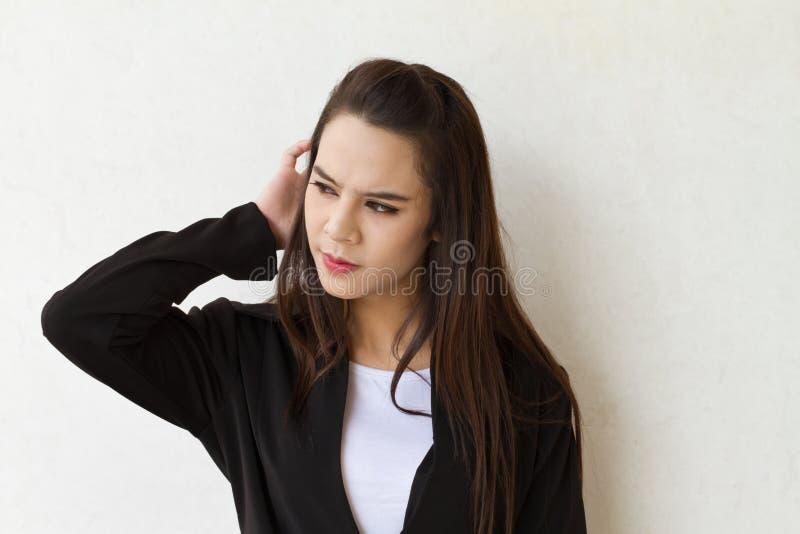 Protrait nieszczęśliwy i niespokojny żeński dyrektor wykonawczy zdjęcie royalty free