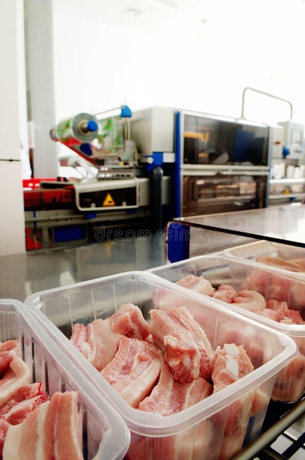 Protuberâncias da carne em um recipiente fotos de stock