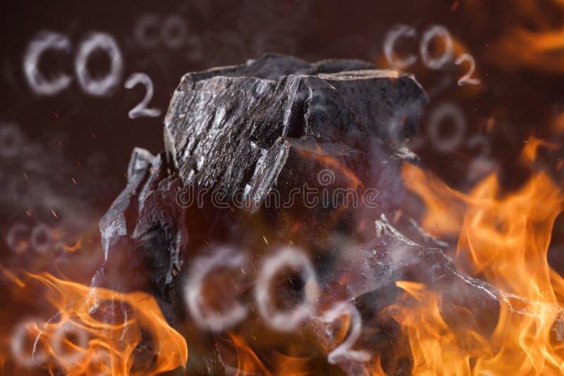 Protuberâncias de carvão no fundo escuro imagens de stock