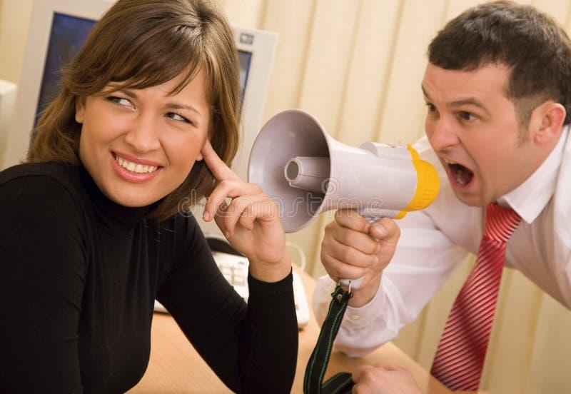 Protuberancia que grita en la oficina foto de archivo libre de regalías