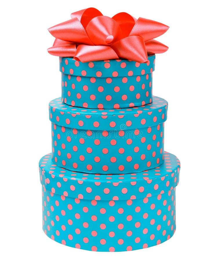 Proue de bande sur trois boîtes-cadeau avec des points de polka image stock