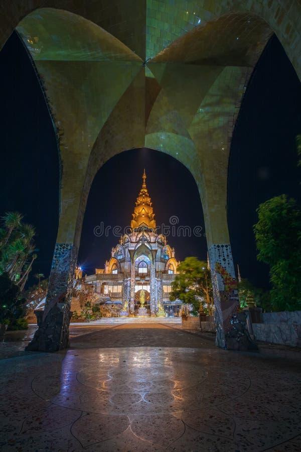 Província de Phetchabun, Tailândia-julho 27,2018, dia de Asahabucha na iluminação aberta do templo de Phasonkhew do wat do budism imagem de stock