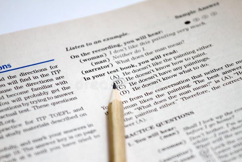 Prov av engelskt som ett utländskt språk, TOEFL-provark TOEFL-examen TOEFL-övningsfrågor engelskt lära Engelska som en sekund royaltyfri foto