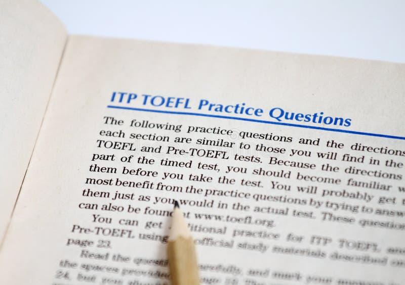 Prov av engelskt som ett utländskt språk, TOEFL-provark TOEFL-examen TOEFL-övningsfrågor engelskt lära Engelska som en sekund arkivfoto