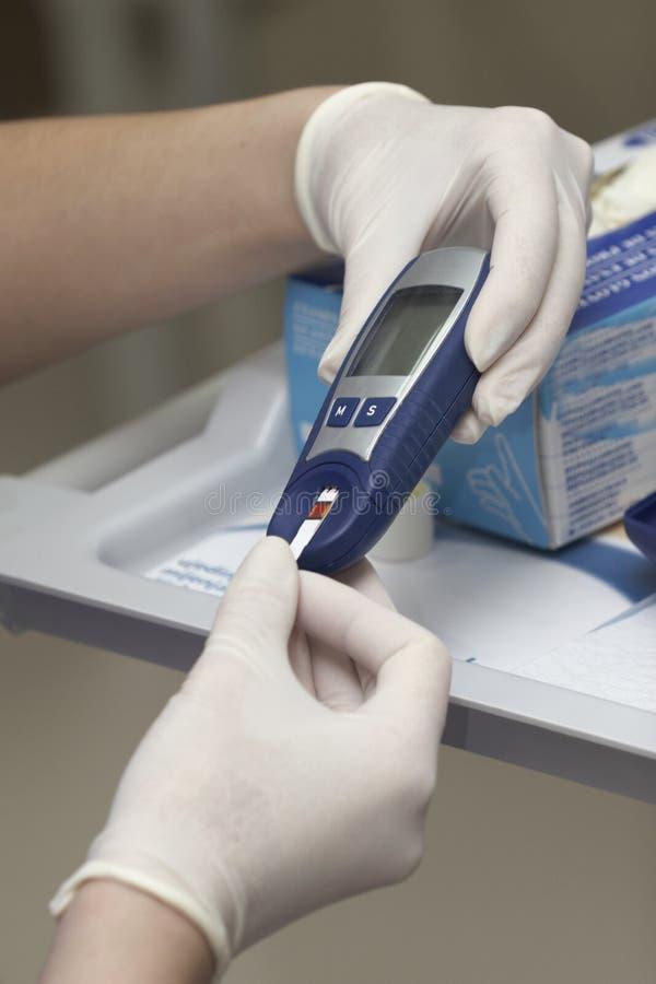 prov för medicin för laboratorium för hälsa för blodomsorgssockersjuka arkivbilder
