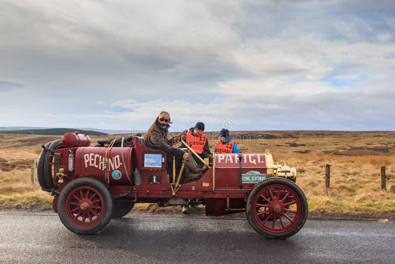 Prova d'annata di affidabilità dell'automobile attraverso Northumberland fotografie stock libere da diritti