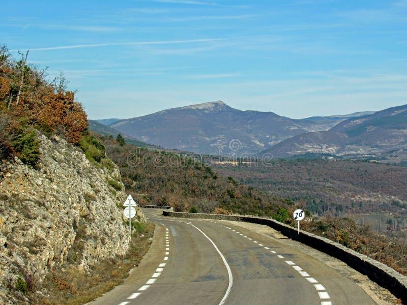 Provancal krajobraz przy zmierzchu czasem w zimie, Provence, Vaucluse, Południowy Francja, Europa zdjęcie stock