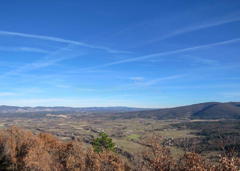 Provancal wsi krajobraz przy zmierzchu czasem w zimie, Vaucluse, Provence, Południowy Francja, Europa zdjęcie royalty free