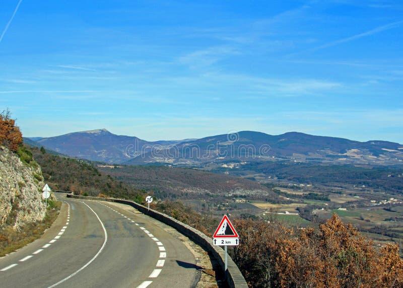 Provancal wsi krajobraz przy zmierzchu czasem w zimie, Vaucluse, Provence, Południowy Francja, Europa zdjęcie stock