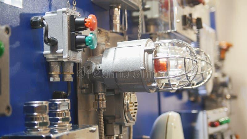 Provea de gas la iluminación del panel de control del detector de escape y la alarma de incendio foto de archivo