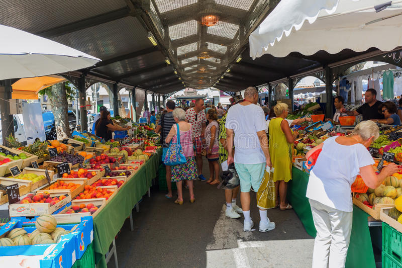 Provencal marknad i Cannes, franska Riviera, Frankrike royaltyfria foton