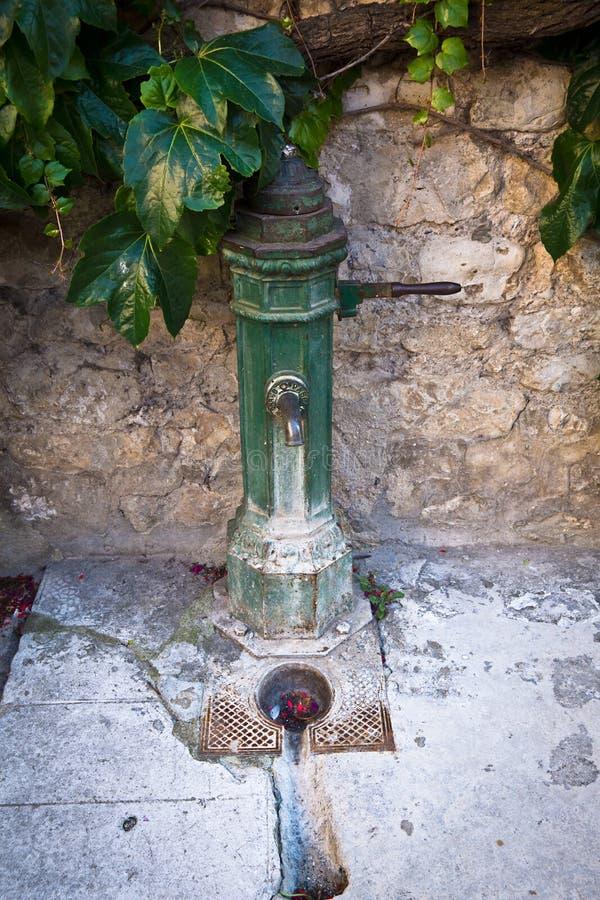 Provencal vattenpump fotografering för bildbyråer