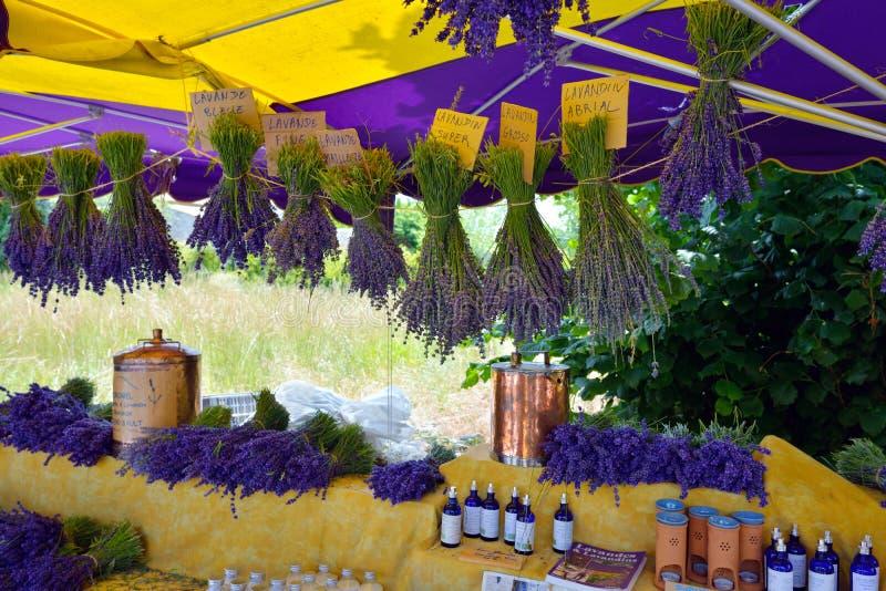 Provence Frankrike - gatamarknad arkivfoton