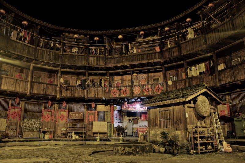 """PROVINCIA de FUJIAN, †de CHINA """"CIRCA mayo de 2016: El tulou de Fujian, la vivienda rural china única a la minoría del Hakka en fotografía de archivo libre de regalías"""