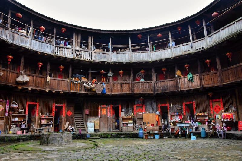 """PROVINCIA de FUJIAN, †de CHINA """"CIRCA mayo de 2016: El tulou de Fujian, la vivienda rural china única a la minoría del Hakka en imagen de archivo libre de regalías"""