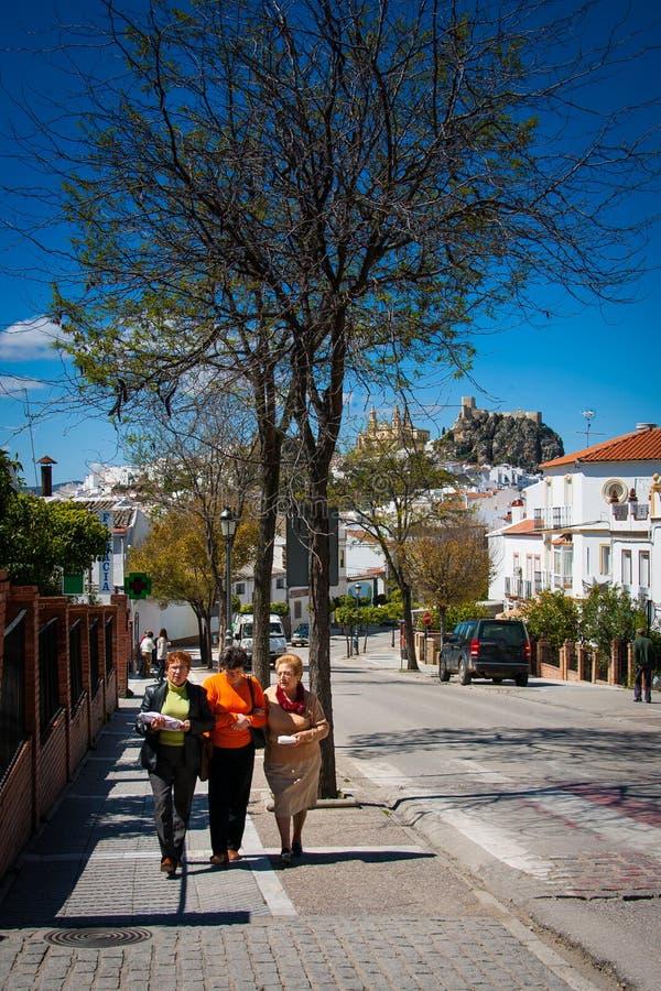 Provincia di Olvera, Cadice, Andalusia, Spagna - 25 marzo 2008: uno delle città o del pueblo bianche blancos fotografia stock