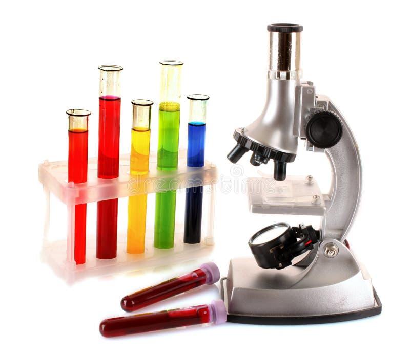 provrör för laboratoriummetallmikroskop arkivfoton