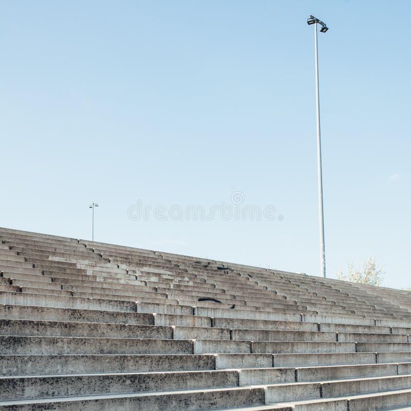 Provvedimenti concreti con la luce di giorno e l'ombra, architettura urbana fotografia stock libera da diritti
