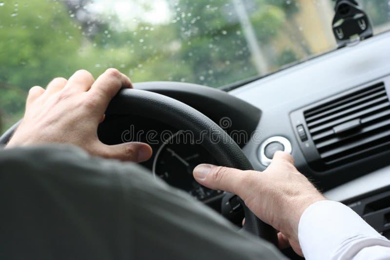prowadzenia samochodu koło kierownicy fotografia royalty free