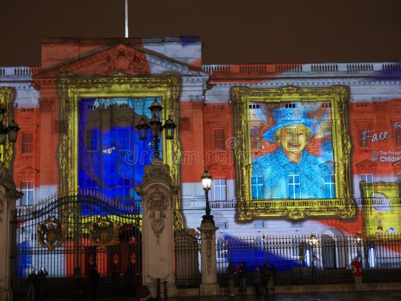 Proyección del Buckingham Palace de retratos imágenes de archivo libres de regalías