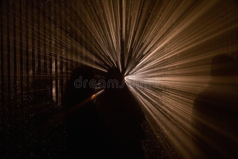 Proyecci?n abstracta ligera Rayos ligeros coloridos imagenes de archivo