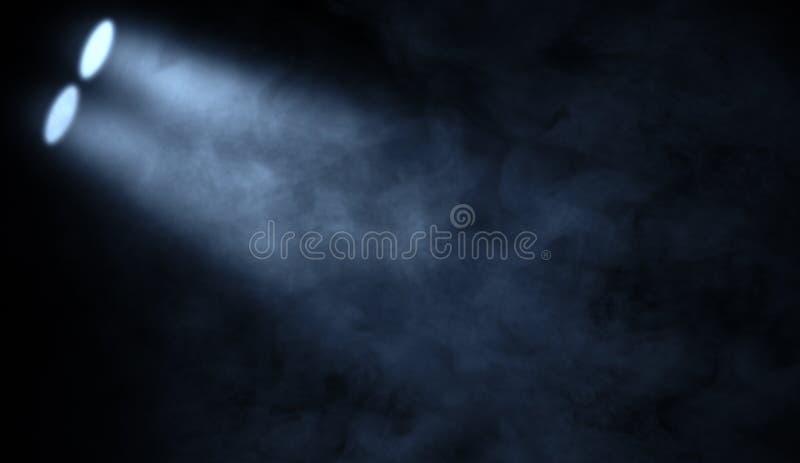 Proyector azul del estudio Etapa con humo en el piso fotos de archivo