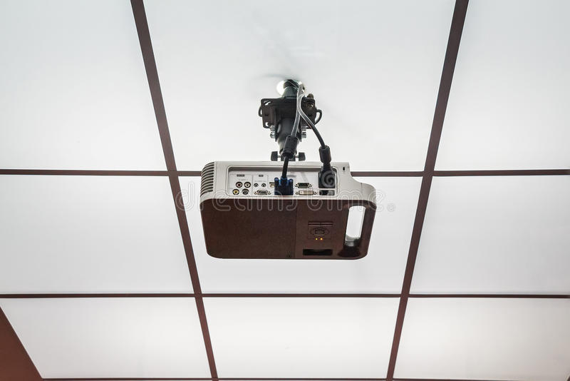 Proyector instalado en el techo foto de archivo libre de regalías