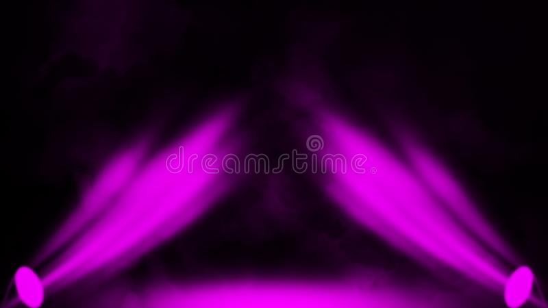 Proyector púrpura Etapa del proyector con humo en fondo negro Elemento del dise?o fotografía de archivo libre de regalías