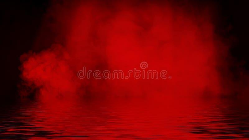 Proyector rojo del humo con la reflexi?n en agua La textura de la niebla del misterio sobrepone el fondo imagenes de archivo