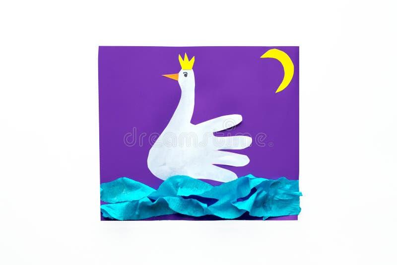 Proyectos de papel creativos para los niños Actividades educativas de la diversión para los niños imágenes de archivo libres de regalías