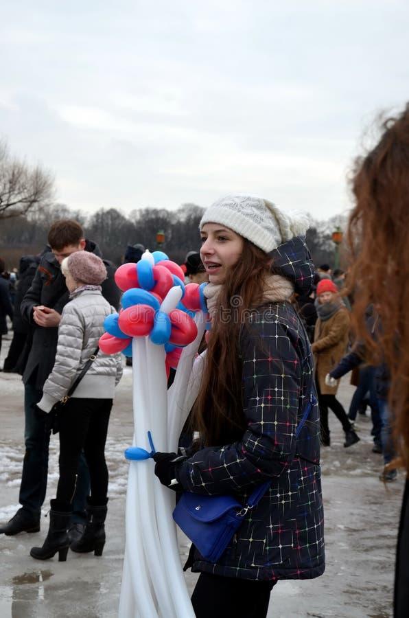 Prozession zum Gedenken an Boris Nemtsov in St Petersburg, Russland lizenzfreies stockfoto
