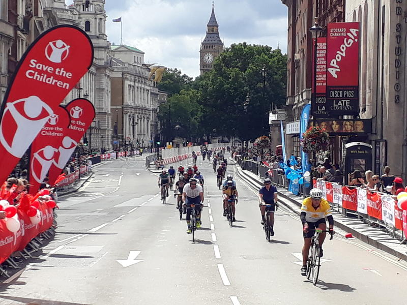 Prudential London ride. London, 30 July 2017 : the cyclists arrive near Trafalgar Square and will turn towards the finish line on Pall Mall in front Buckingham stock photography