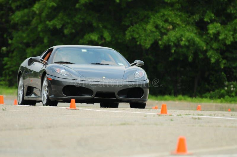 Prueba de conducción de Ferrari: Música mecánica imagenes de archivo