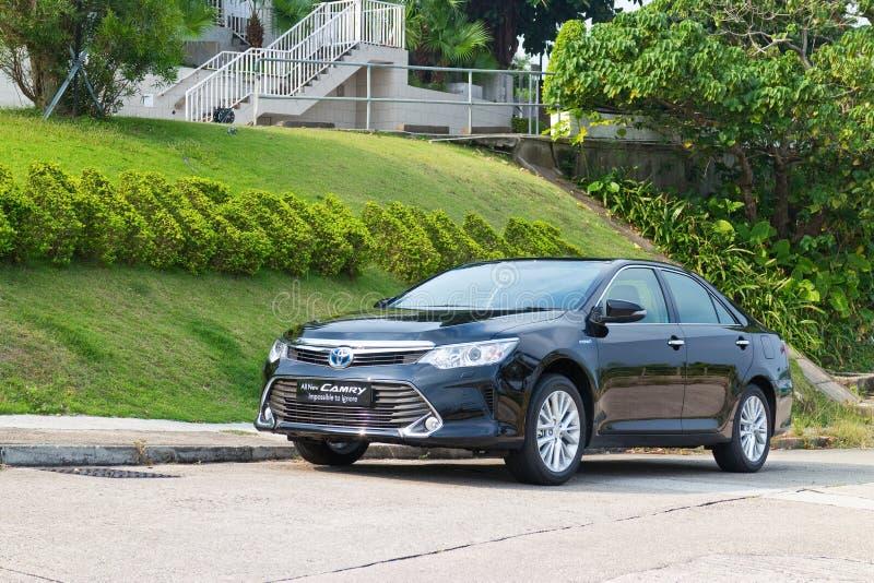 Prueba de conducción del híbrido 2014 de Toyota Camry imagenes de archivo