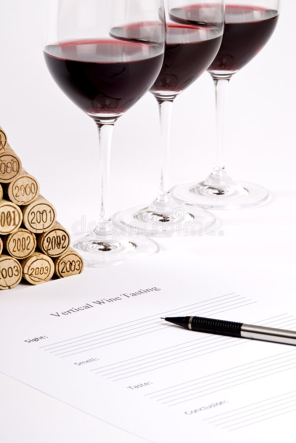 Prueba de vino rojo vertical fotografía de archivo libre de regalías