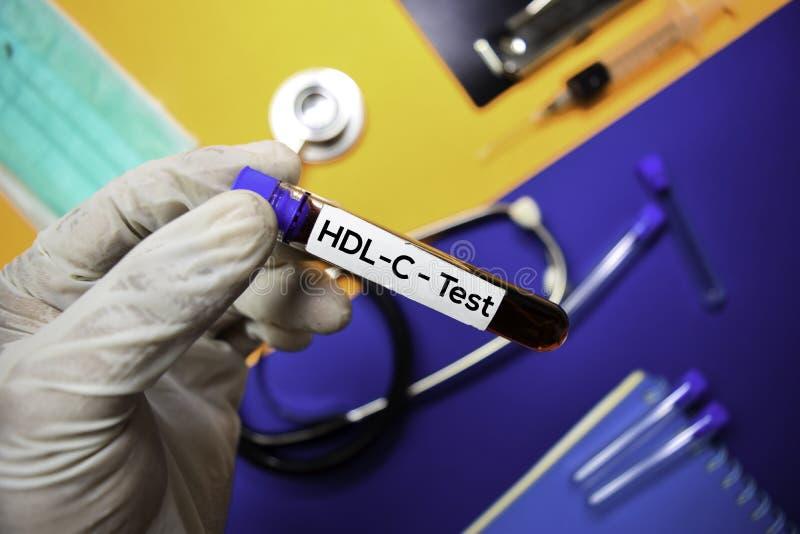 Prueba del HDL-C con la muestra de sangre Visión superior aislada en fondo del color Atenci?n sanitaria/concepto m?dico imágenes de archivo libres de regalías