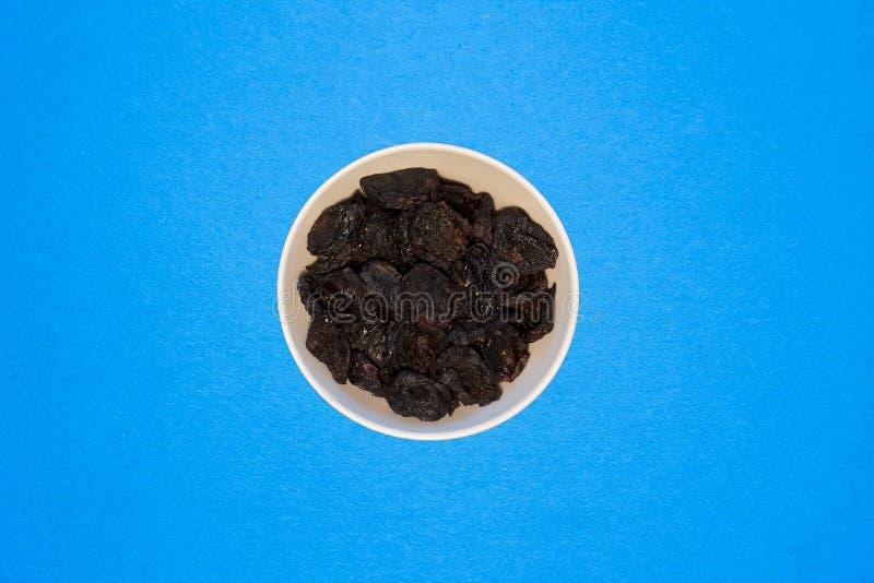Prugne secche, un ingrediente eccellente per i piatti che sono utilizzati in una dieta sana immagine stock libera da diritti